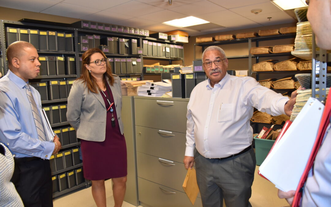 Financial Services and Commerce Minister, Parliamentary Secretary Briefed by Local Regulators